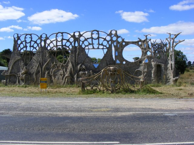 Dreamers Gate, sculpture made of concrete on a chicken wire and wooden frame